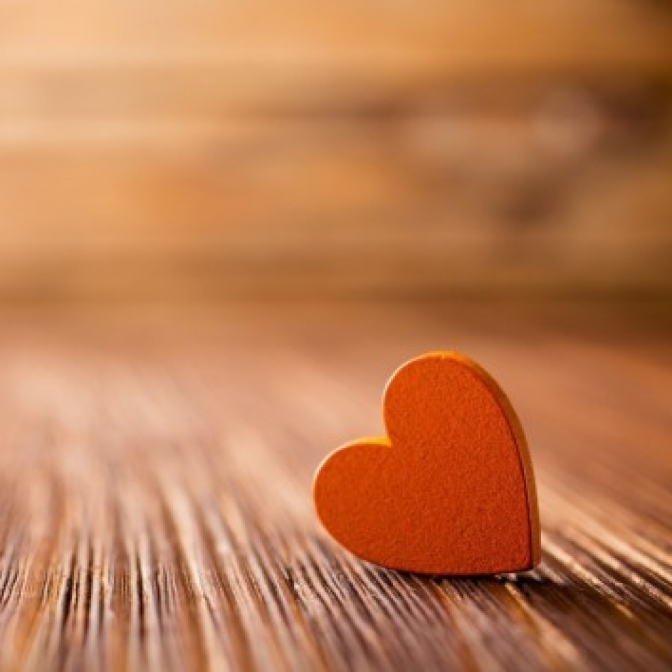Orange-Heart-Close-Up-Love-Wallpapers-570x356